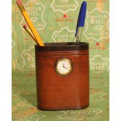 pot à crayon avec montre