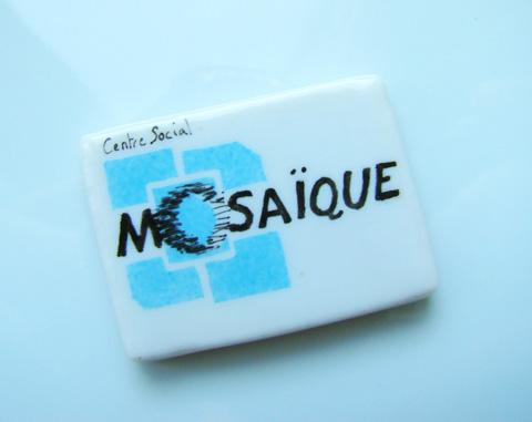 Fève personnalisée selon le logo du centre social Mosaiquesociation