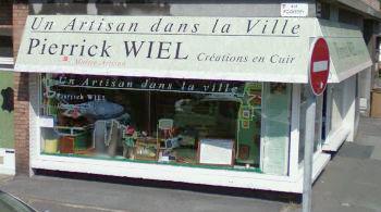 Boutique de Pierrick Wiel, un artisan dans la ville